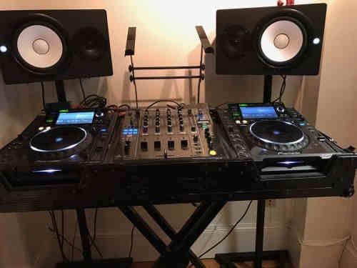 2x Pioneer CDJ-2000 Nexus & 1x DJM-900 Nexus DJ Package