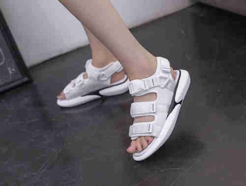 Thick- bottomed muffin sports sandals